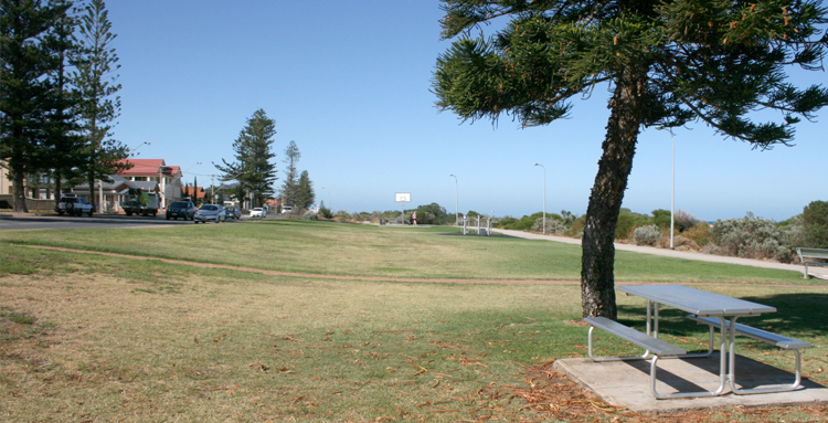 Largs Beach (Anthony Street to Alexander Street)